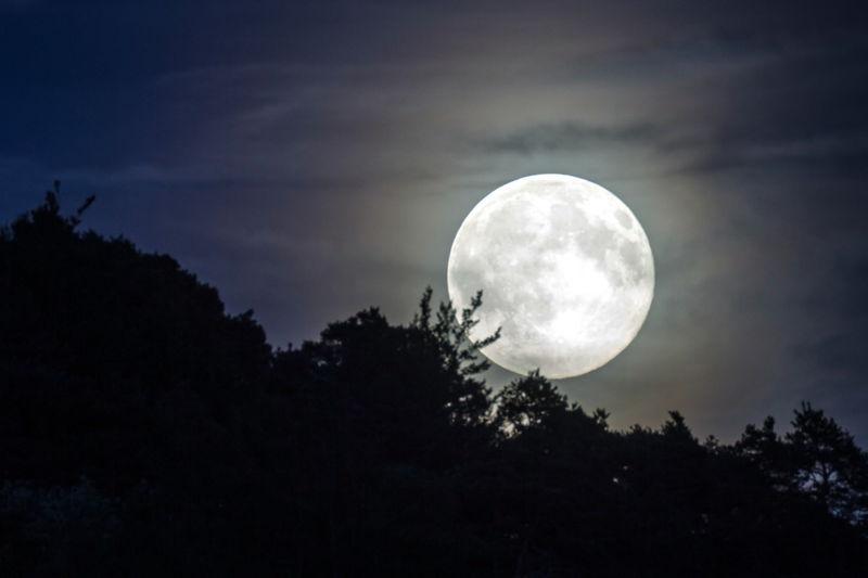 Luna en la Sierra de Madrid