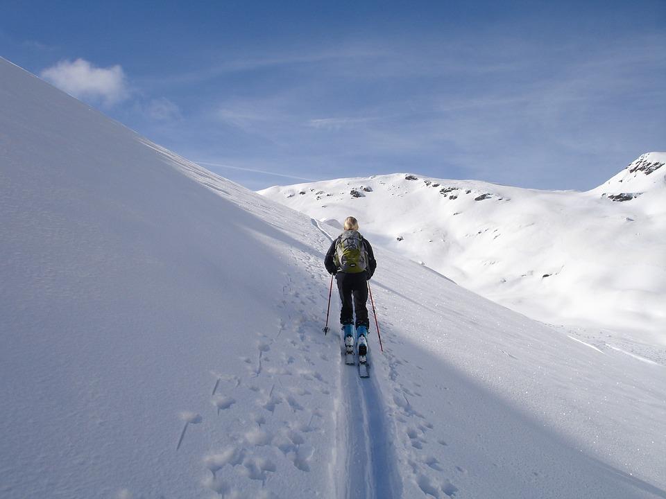 Raquetas de Nieve Nocturnas y Esqui de Fondo en Madrid