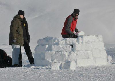 construccion iglu en la sierra