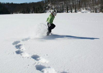 haciendo raquetas de nieve en cotos