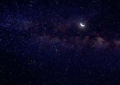 senderismo en peñalara bajo la luna