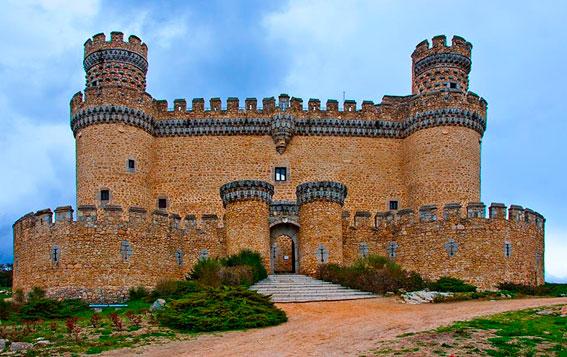 Manazanares-el-real-el-castillo-de-los-mendoza